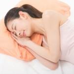 睡眠中に頚椎のゆがみを矯正できる「硬枕利用」