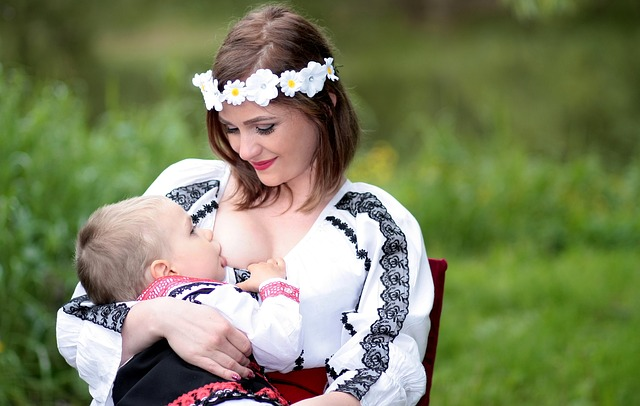 breastfeeding-1350739_640